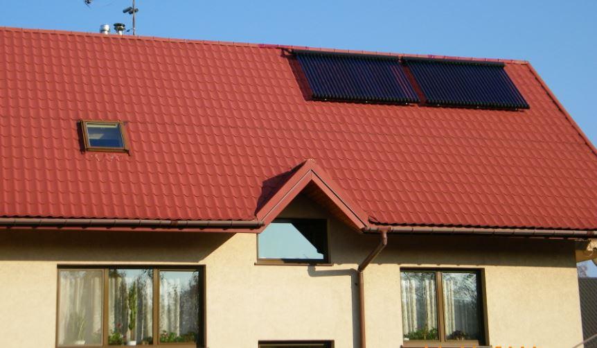 Dom z panelami grzewczymy